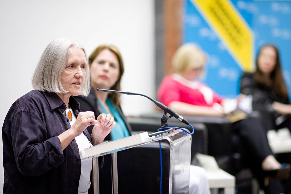 "Saskia Sassen (Columbia University) explains the ""expulsion"" of the long-term unemployed from society. Photo: SPP/Daniel Vegel"